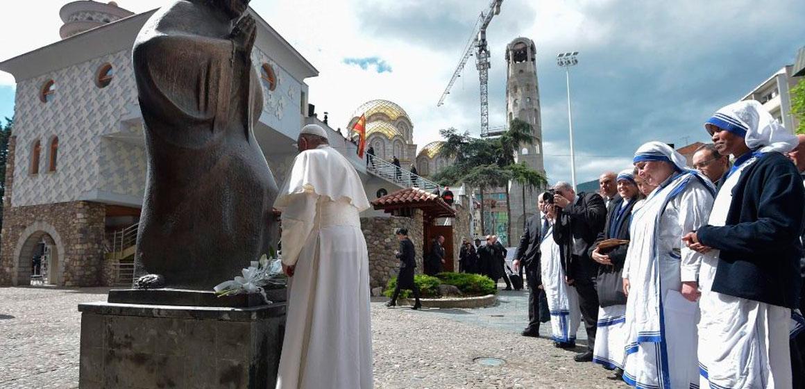 """Papa: """"Santa Madre Teresa ruega por este pueblo que realiza obras de justicia"""""""
