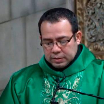Padre Ben Hur Soto  No nos olvidemos que Pedro fue elegido personalmente por Jesús.