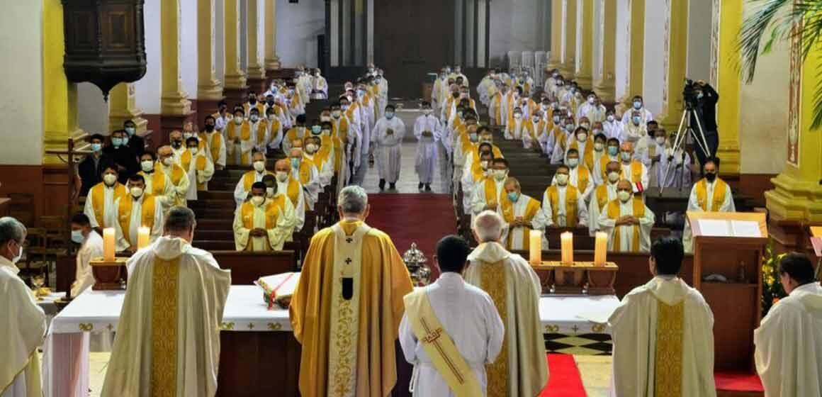 """Arzobispo a los Sacerdotes de Santa Cruz: """"Sean servidores sencillos y humildes que anuncian la alegría del Evangelio y denuncian toda clase de injusticias"""""""