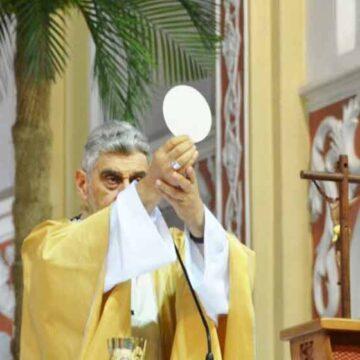 """Arzobispo: """"Jesús nos manda practicar el mandamiento del amor, dejando aires de superioridad y ponernos con humildad al servicio de los demás"""""""